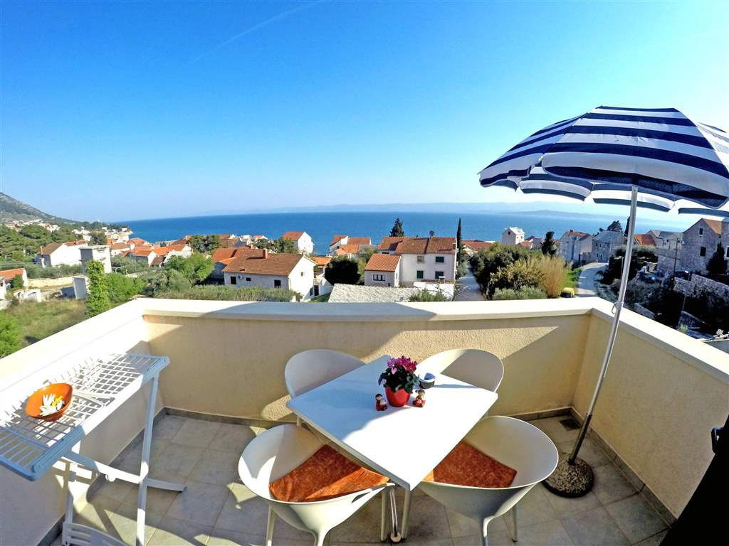 Top floor apartment with seaview 4