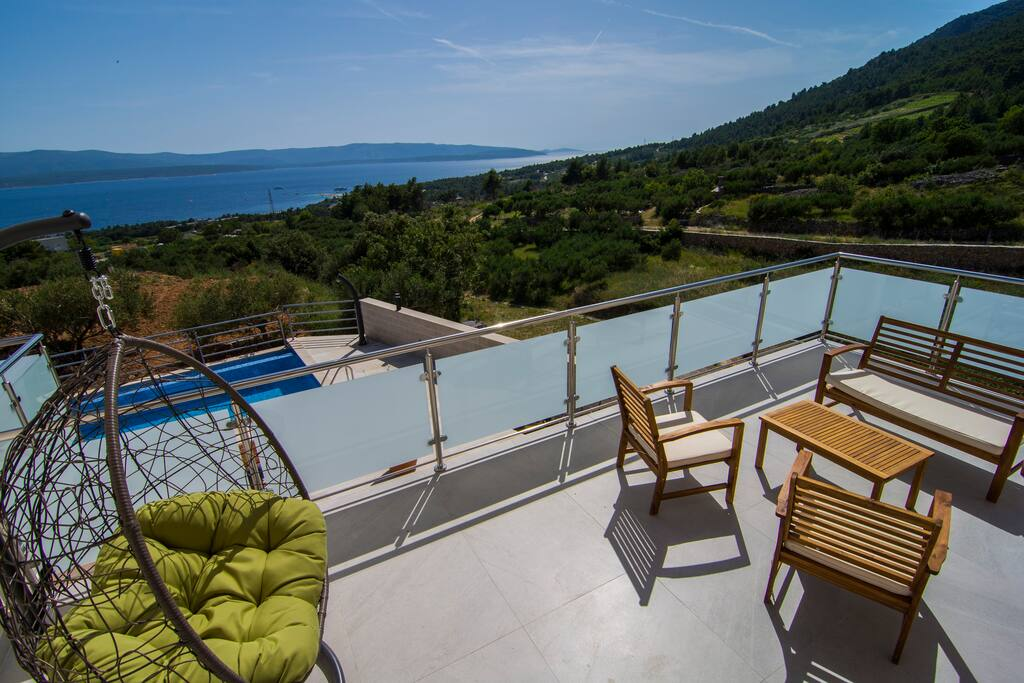 Great terrace, two bedrooms and vie