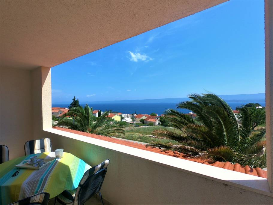 One bedroom with seaview and parkin